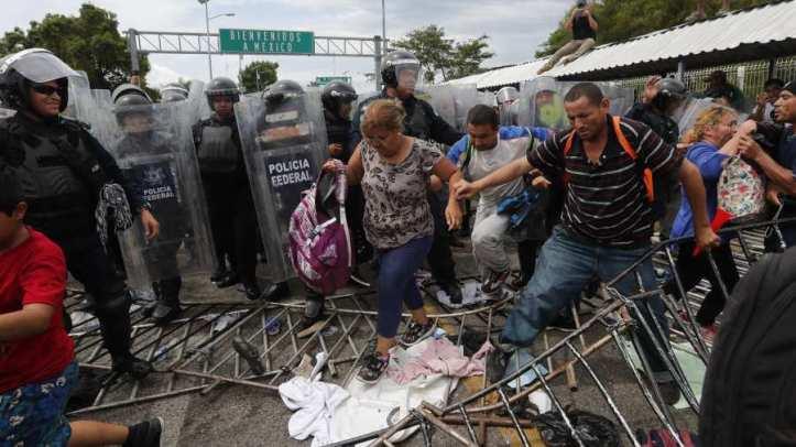 Migrantes-hondureños-en-frontera-de-México
